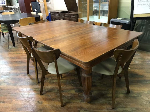 Superbe Vintage Wood Dining Table